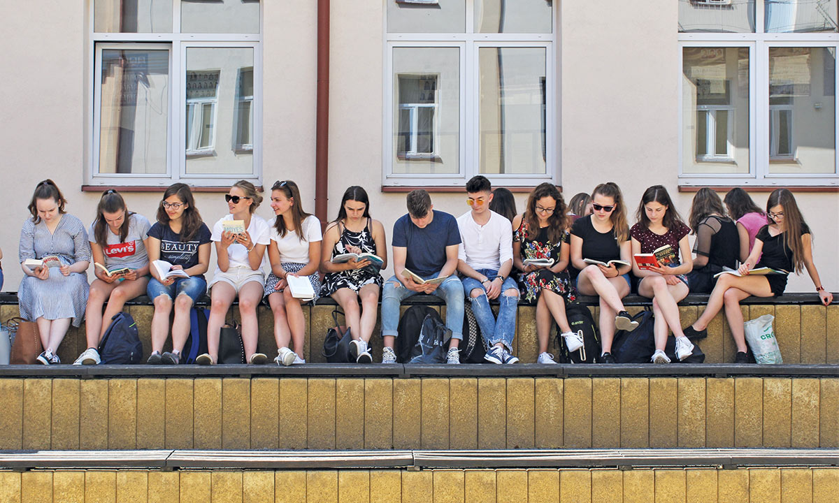 Współpraca licealistów zbiblioteką szkolną