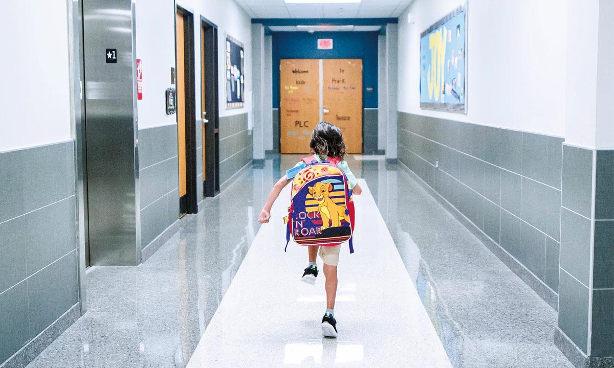 Uczniowie klas 1-3 szkół podstawowych wracają do szkół (i bibliotek)